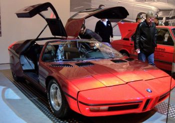 800px-BMW_Turbo_1972_red_vr_TCE